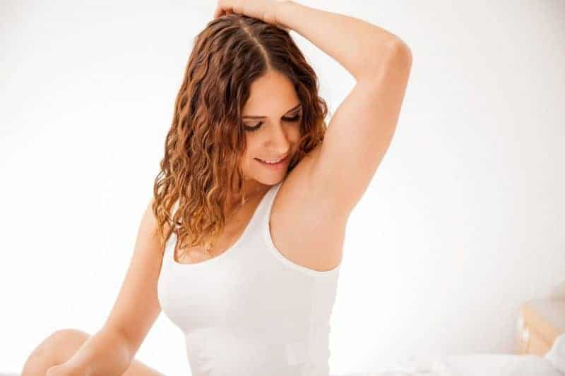how to lighten dark armpits