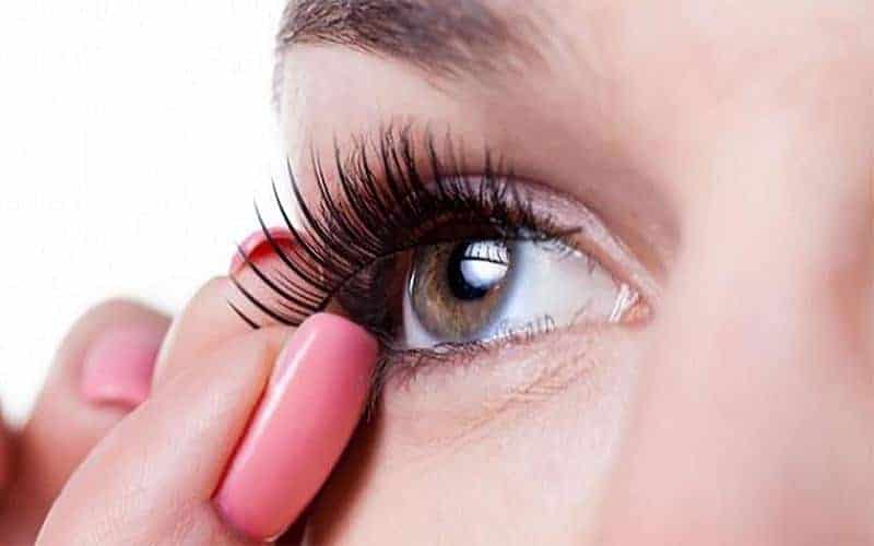 How to Put on Fake Eyelashes