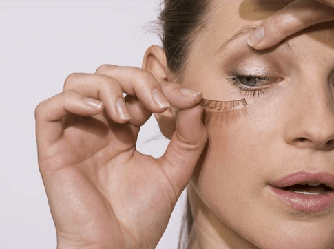 How to put on fake eyelashes without glue